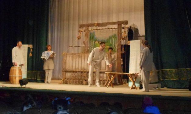 Более 400 школьников Прохоровского района посетили спектакль «История солдата»